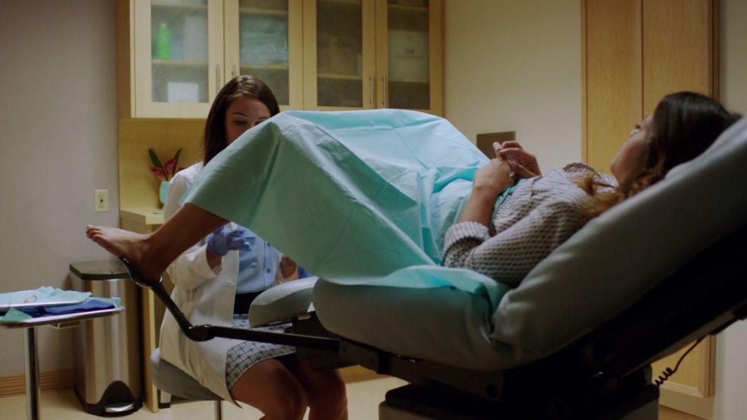 Видео осмотр онлайн смотреть извращенца гинеколога