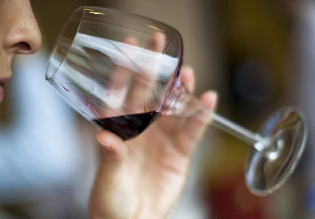 Натуральное красное вино при лучевой терапии