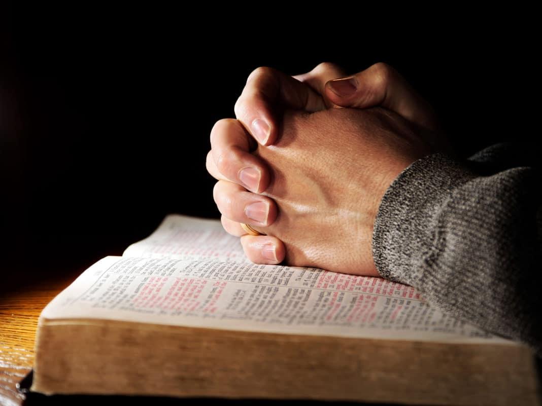 Помогают ли молитвы при онкологии?